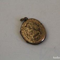 Antigüedades: COLGANTE PORTAFOTOS - RELICARIO - CHAPADO EN ORO. Lote 244629360