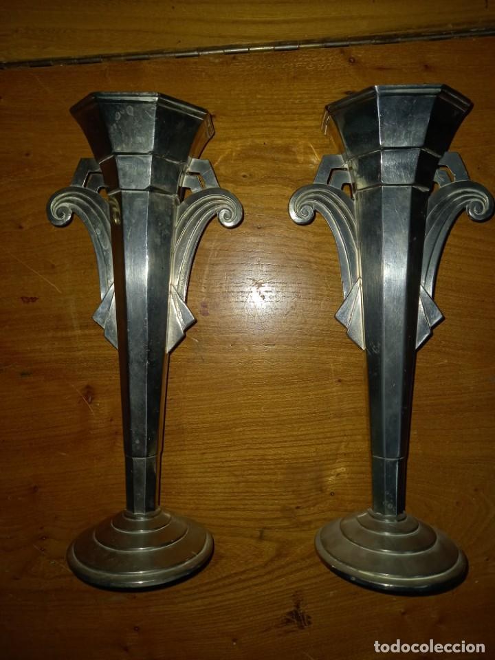 2 JARRONES DE METAL DE 30 CM PARA CAPILLA SIGLO XIX (Antigüedades - Religiosas - Orfebrería Antigua)