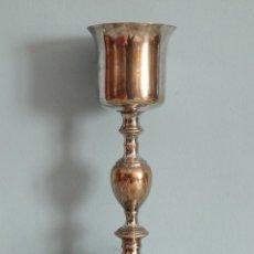 Antigüedades: CÁLIZ DE METAL GRABADO CON MOTIVOS RELIGIOSOS. SIGLO XIX. MIDE 26 CM DE ALTURA.. Lote 226920630
