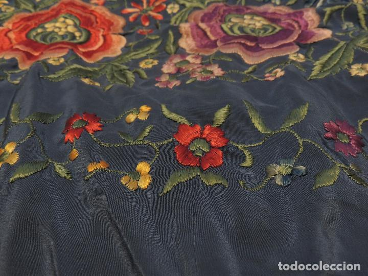 Antigüedades: Antiguo Mantón de Manila bordado a mano - Foto 10 - 226920875