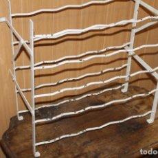Antigüedades: BOTELLERO DE HIERRO PARA 25 BOTELLAS AÑOS 30. Lote 226932090