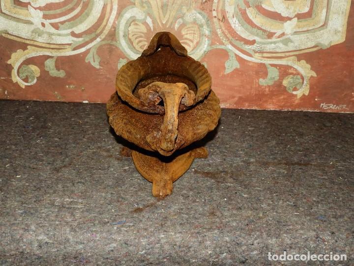 Antigüedades: JARDINERA MACETERO DE HIERRO CON DOS ASAS EN TONO OXIDO - Foto 4 - 226934770