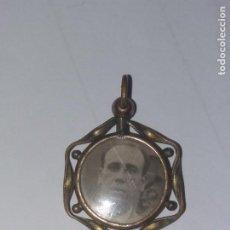 Antigüedades: ANTIGUO COLGANTE, RELICARIO O GUARDAPELO DE ORO SIGO XIX TROQUELADO. VER FOTOS. 4 X 2,7 CM.. Lote 227000485