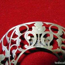 Antigüedades: BONITA CORONA PARA IMAGEN, LATON O BRONCE CINCELADO A MANO 11 CM ALTURA. Lote 227024950