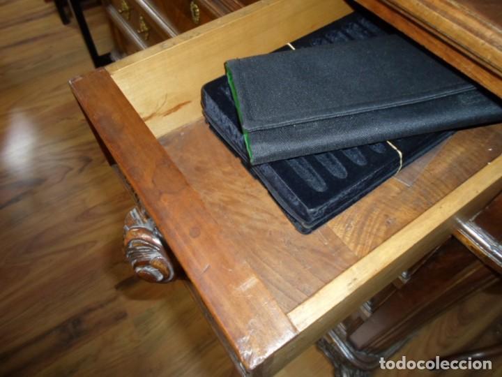 Antigüedades: Comoda Isabelina en nogal, con restos de policromia - Foto 10 - 27836272