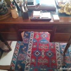 Antigüedades: MESA DE DESPACHO INGLESA DE NOGAL. Lote 227093425