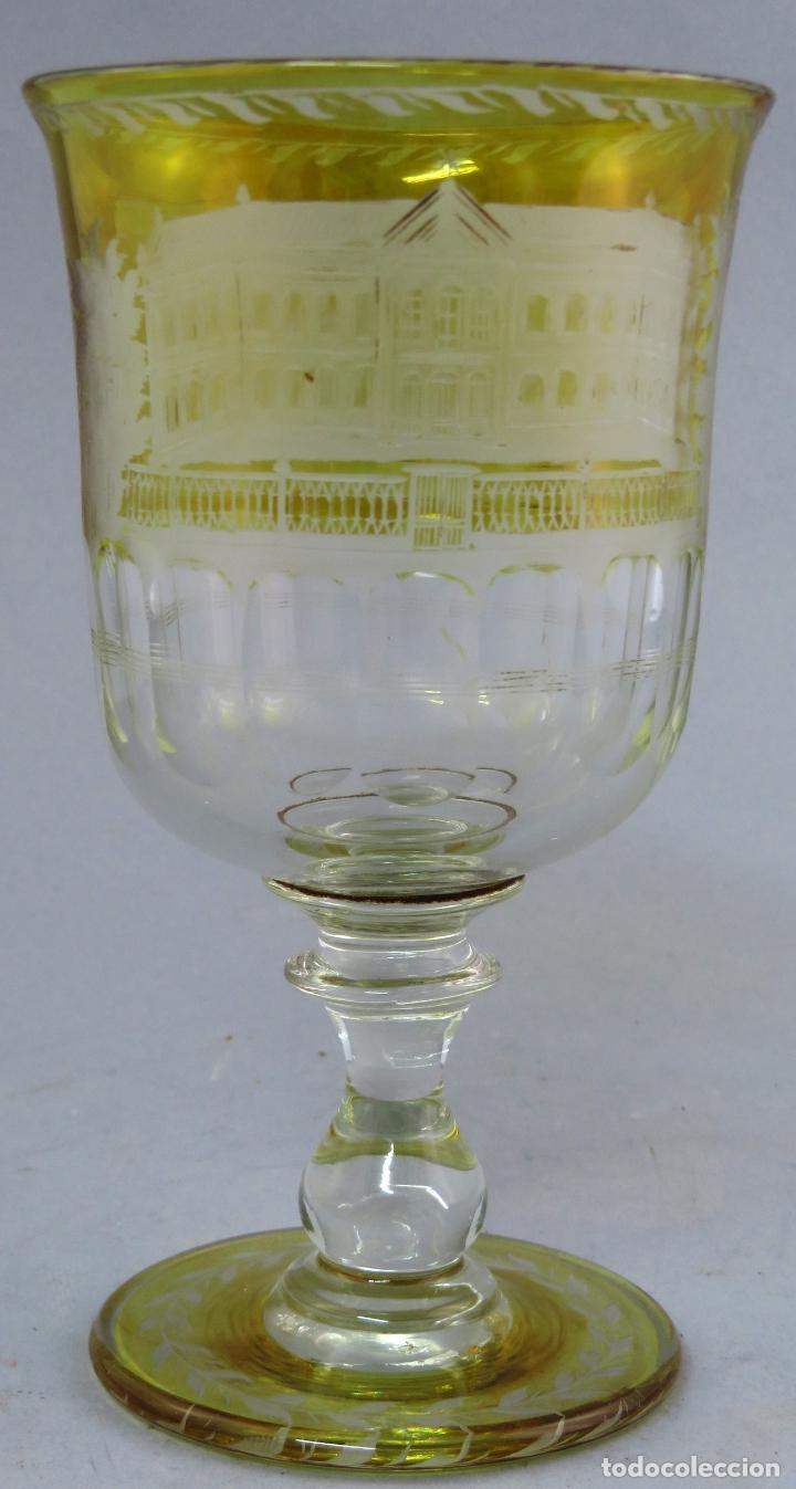 Antigüedades: Copa de cristal de La Granja transparente y ámbar con iniciales hacia 1900 - Foto 4 - 227127775