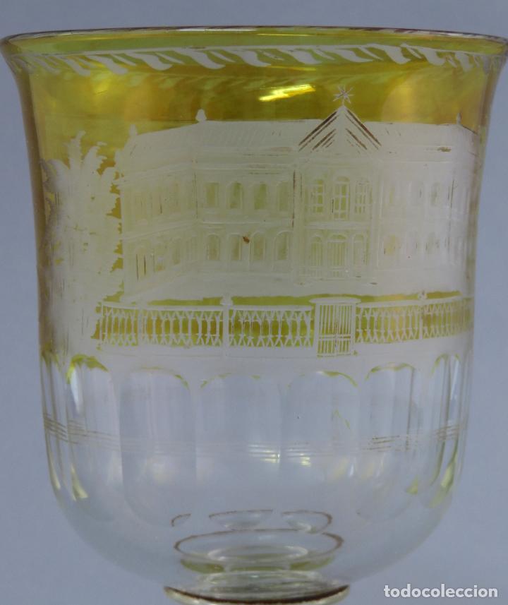 Antigüedades: Copa de cristal de La Granja transparente y ámbar con iniciales hacia 1900 - Foto 5 - 227127775