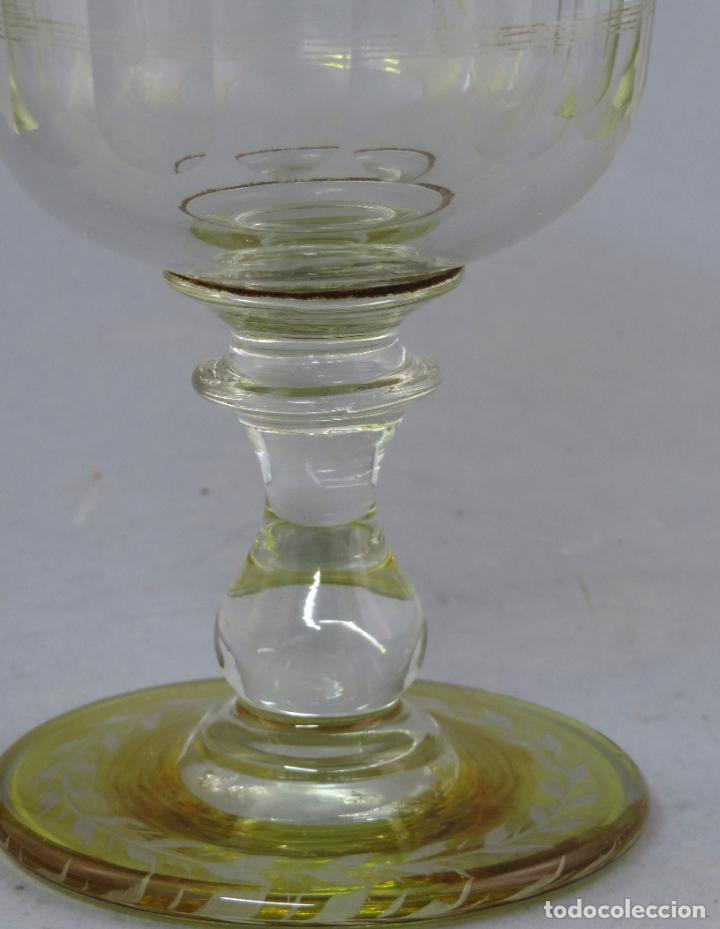 Antigüedades: Copa de cristal de La Granja transparente y ámbar con iniciales hacia 1900 - Foto 6 - 227127775