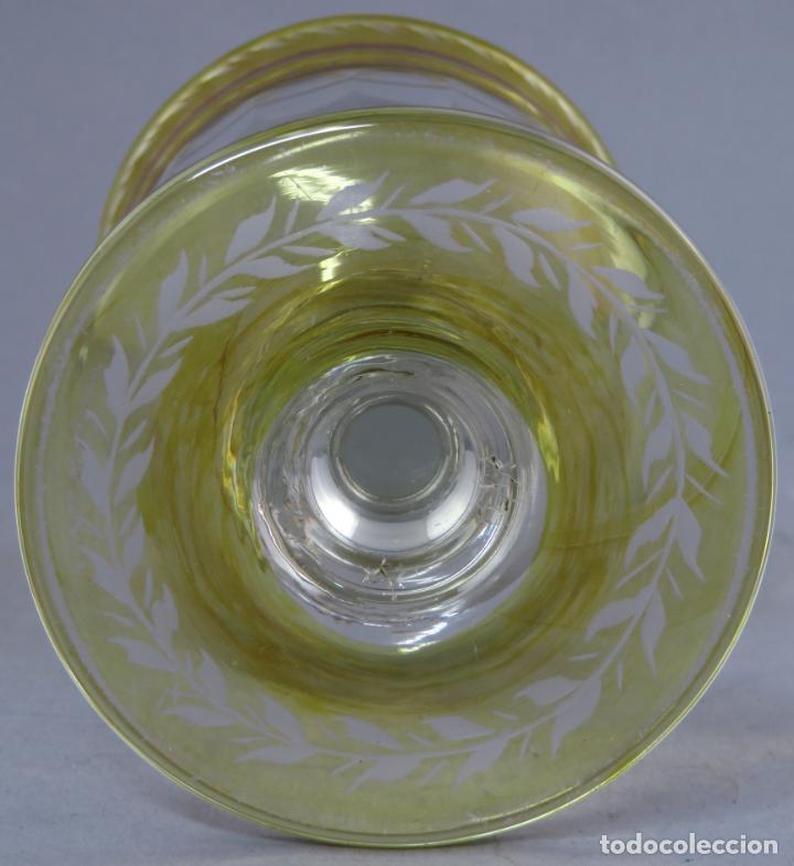Antigüedades: Copa de cristal de La Granja transparente y ámbar con iniciales hacia 1900 - Foto 9 - 227127775