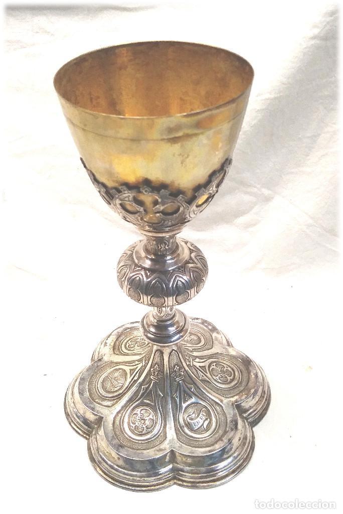 CÁLIZ DE PLATA S XIX, CUÑO ROVIRA I URIOL CINZELADO Y LABRADO, BUEN ESTADO. MED. 24 CM (Antigüedades - Religiosas - Orfebrería Antigua)