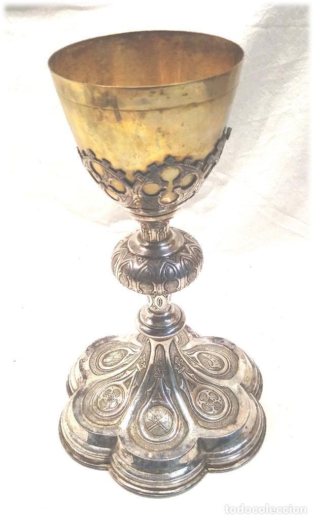 Antigüedades: Cáliz de Plata S XIX, cuño Rovira i Uriol Cinzelado y Labrado, buen estado. Med. 24 cm - Foto 2 - 227127955