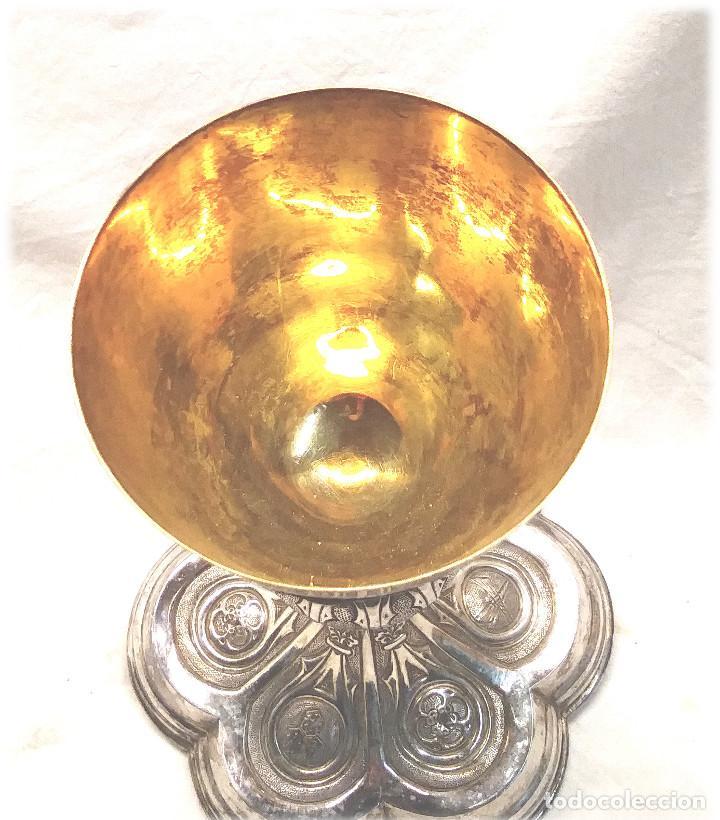 Antigüedades: Cáliz de Plata S XIX, cuño Rovira i Uriol Cinzelado y Labrado, buen estado. Med. 24 cm - Foto 4 - 227127955