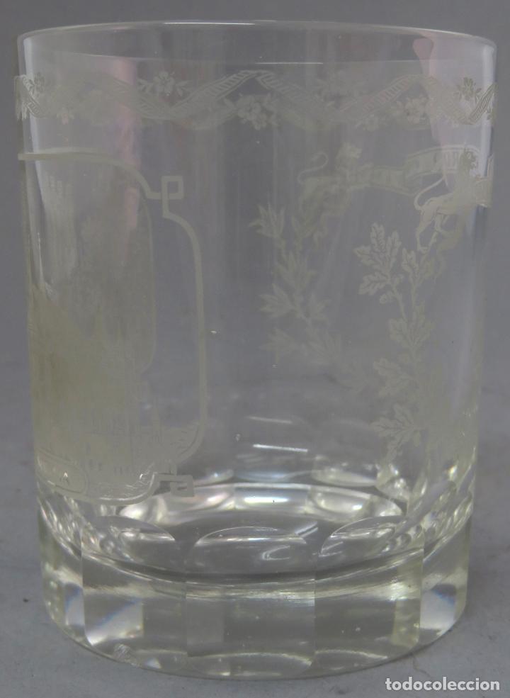 Antigüedades: Vaso de cristal de La Granja grabado al ácido recuerdo del Alcázar de Segovia mediados siglo XIX - Foto 3 - 227128745