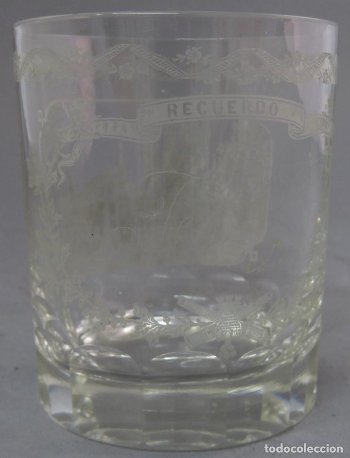 Antigüedades: Vaso de cristal de La Granja grabado al ácido recuerdo del Alcázar de Segovia mediados siglo XIX - Foto 4 - 227128745