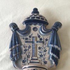 Antigüedades: BENDITERA O PILA FIRMADA BRUNO PUENTE ARZOBISPO 8.. Lote 227144705