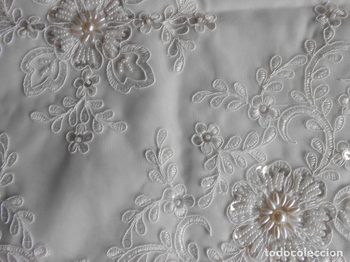 Antigüedades: Preciosa funda de cojin,bordada a mano con perlitas y Encajes.Blanco. 56 x 56 cm.Nuevo - Foto 3 - 227202345