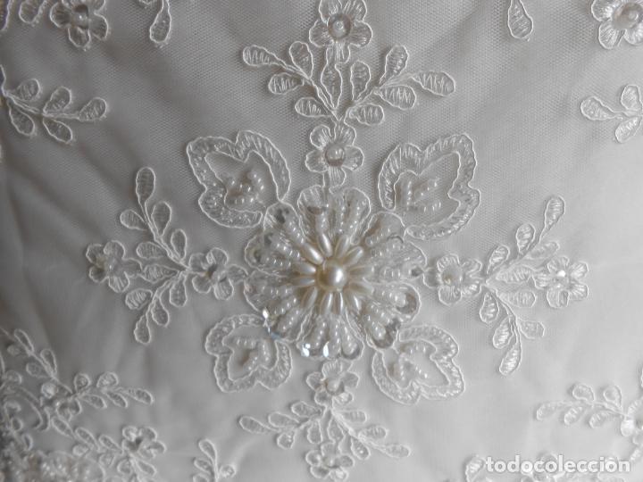 Antigüedades: Preciosa funda de cojin,bordada a mano con perlitas y Encajes.Blanco. 56 x 56 cm.Nuevo - Foto 10 - 227202345
