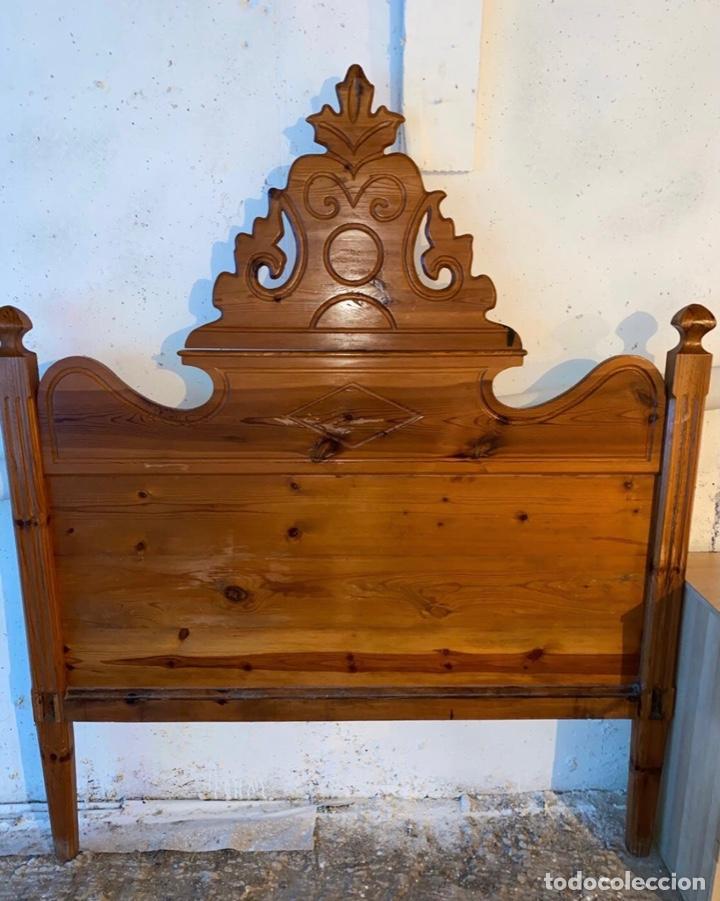 BONITO CABEZAL DE CAMA EN MADERA DE PINO TALLADO A MANO (Antigüedades - Muebles Antiguos - Camas Antiguas)