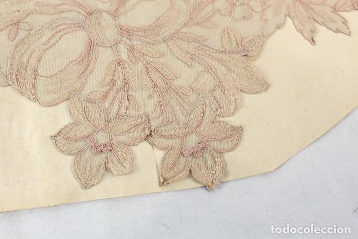 Antigüedades: Cuello en encaje bordado ca 1900. Nunca usado de muestrario. Estaba expuesto en marco y cristal. - Foto 4 - 270345718