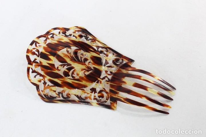 Antigüedades: Peineta en celuloide calada a mano. pps SXX. 22x13cm, teja 14x13cms - Foto 2 - 227266206