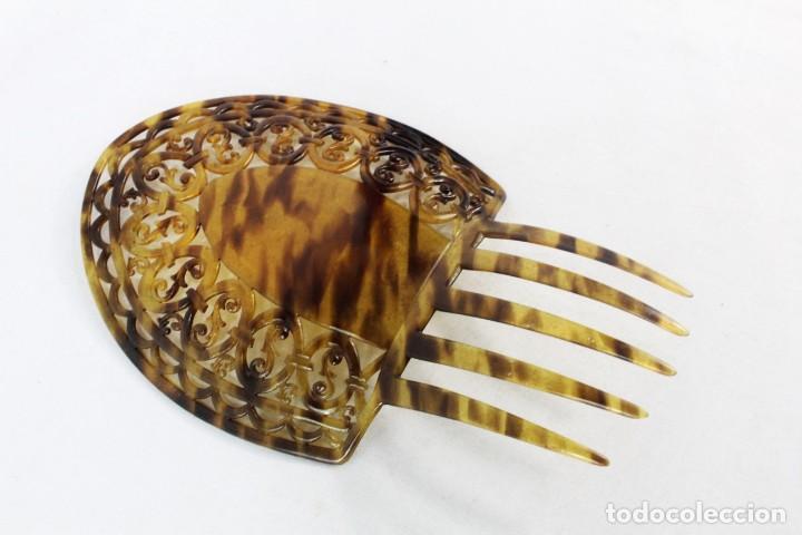 Antigüedades: Peineta en celuloide calada a mano. pps SXX. 22x15cm, teja 15x15cms - Foto 3 - 227267145