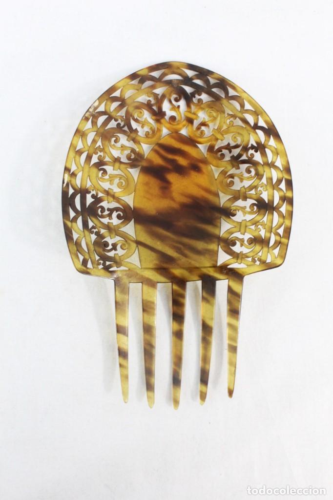 Antigüedades: Peineta en celuloide calada a mano. pps SXX. 22x15cm, teja 15x15cms - Foto 4 - 227267145