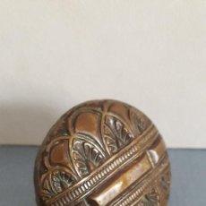 Antigüedades: POMO DE COBRE CINCELADO PARA PARASOL ANTIGUO (DIÁMETRO 4CM APROX, BOCA 1.3CM APROX). Lote 227465630