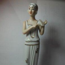 Antigüedades: MAGNIFICA FIGURA ANTIGUA EN PORCELANA SOBRE 1930. Lote 227480942