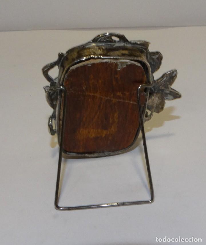 Antigüedades: PORTARRETRATOS DE PLATA ANTIGUA REPUJADA SELLO CON CONTRASTE ART DECO - Foto 2 - 227559719