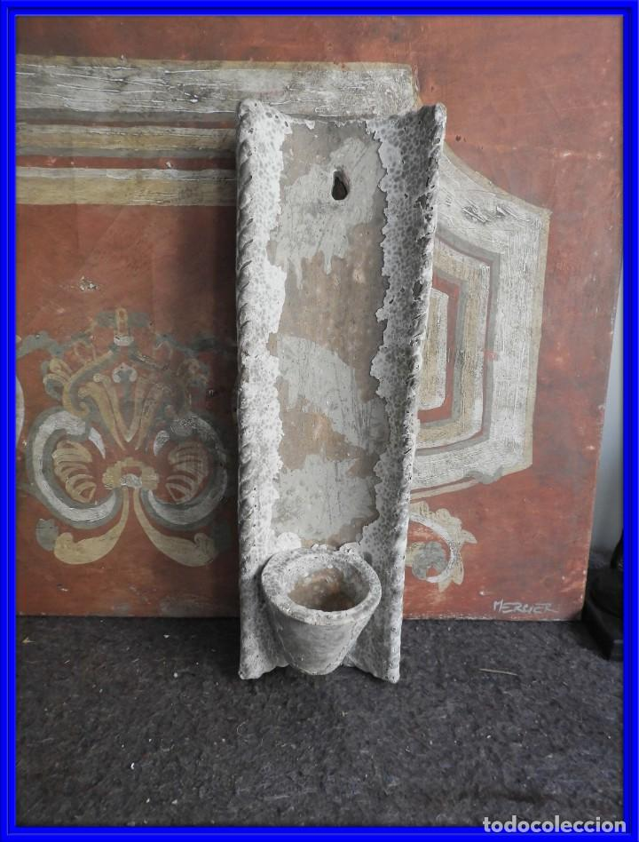 MACETERO DE TERRACOTA CON FORMA DE TEJA (Antigüedades - Hogar y Decoración - Maceteros Antiguos)