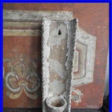 Antigüedades: MACETERO DE TERRACOTA CON FORMA DE TEJA. Lote 227653675