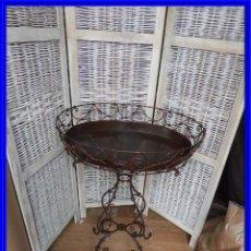Antigüedades: MESA DE HIERRO AUXILIAR CON BANDEJA CON FORMA OVAL. Lote 227653780