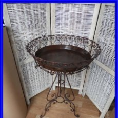 Antigüedades: MESA DE HIERRO AUXILIAR CON BANDEJA. Lote 227653890