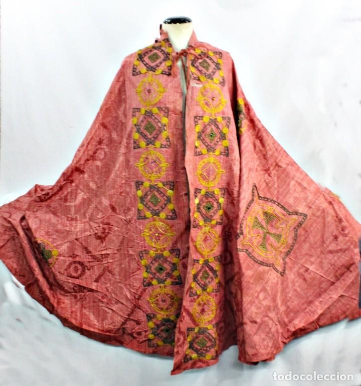 Antigüedades: T1 - Gran capa pluvial. Seda brocada con bordados, hilos de oro y pedrería. ca 1820 - Foto 4 - 227679225