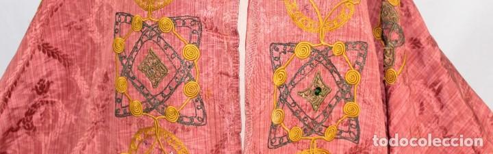 Antigüedades: T1 - Gran capa pluvial. Seda brocada con bordados, hilos de oro y pedrería. ca 1820 - Foto 7 - 227679225