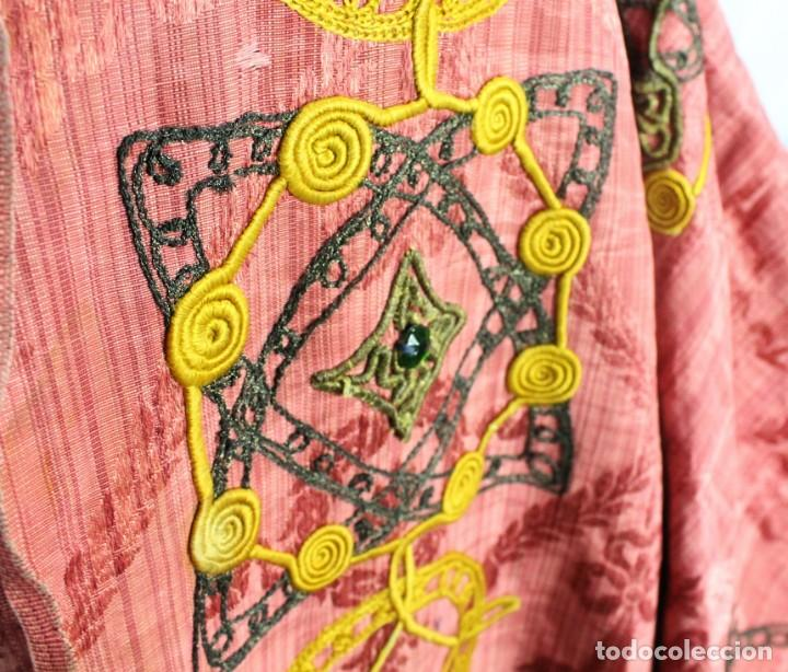 Antigüedades: T1 - Gran capa pluvial. Seda brocada con bordados, hilos de oro y pedrería. ca 1820 - Foto 9 - 227679225