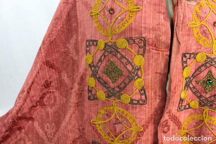 Antigüedades: T1 - Gran capa pluvial. Seda brocada con bordados, hilos de oro y pedrería. ca 1820 - Foto 11 - 227679225