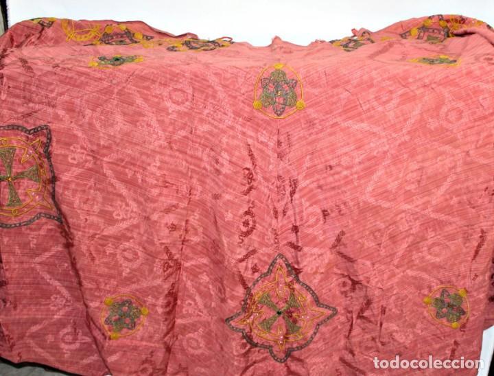 Antigüedades: T1 - Gran capa pluvial. Seda brocada con bordados, hilos de oro y pedrería. ca 1820 - Foto 16 - 227679225