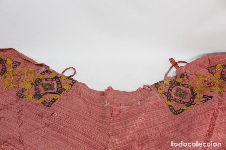 Antigüedades: T1 - Gran capa pluvial. Seda brocada con bordados, hilos de oro y pedrería. ca 1820 - Foto 17 - 227679225
