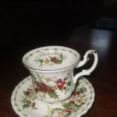 Antigüedades: TAZA DE PORCELANA ROYAL ALBERT DECEMBER EN PERFECTO ESTADO. Lote 227807425