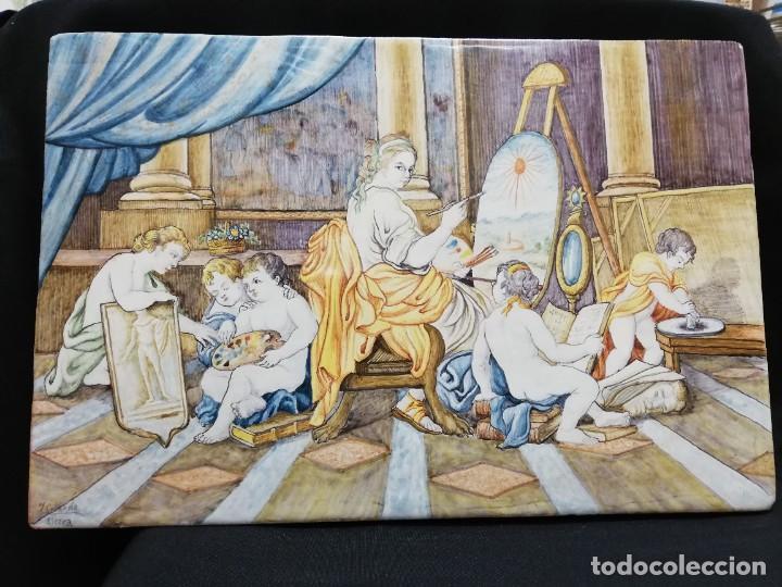 GRAN PLACA DE CERÁMICA DE ALCORA '' LA ALEGORÍA DE LAS ARTES '' C. 1900 (Antigüedades - Porcelanas y Cerámicas - Alcora)