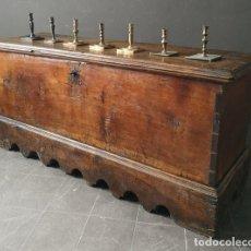 Antigüedades: GRAN ARCA RENACENTISTA NORTE DE ESPAÑA S XVII ESTRUCTURA DE 6 TABLONES DE NOGAL SOLIDO. Lote 227886705