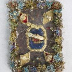 Antigüedades: RELICARIO LABOR EN HILOS DE ORO Y OTROS MATERIALES. 9.5X7CM CA 1880. Lote 227889795