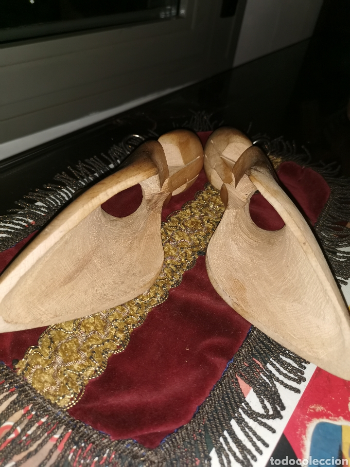 Antigüedades: Pareja de hormas de zapatos de tacón. Años 40 - Foto 2 - 227901595