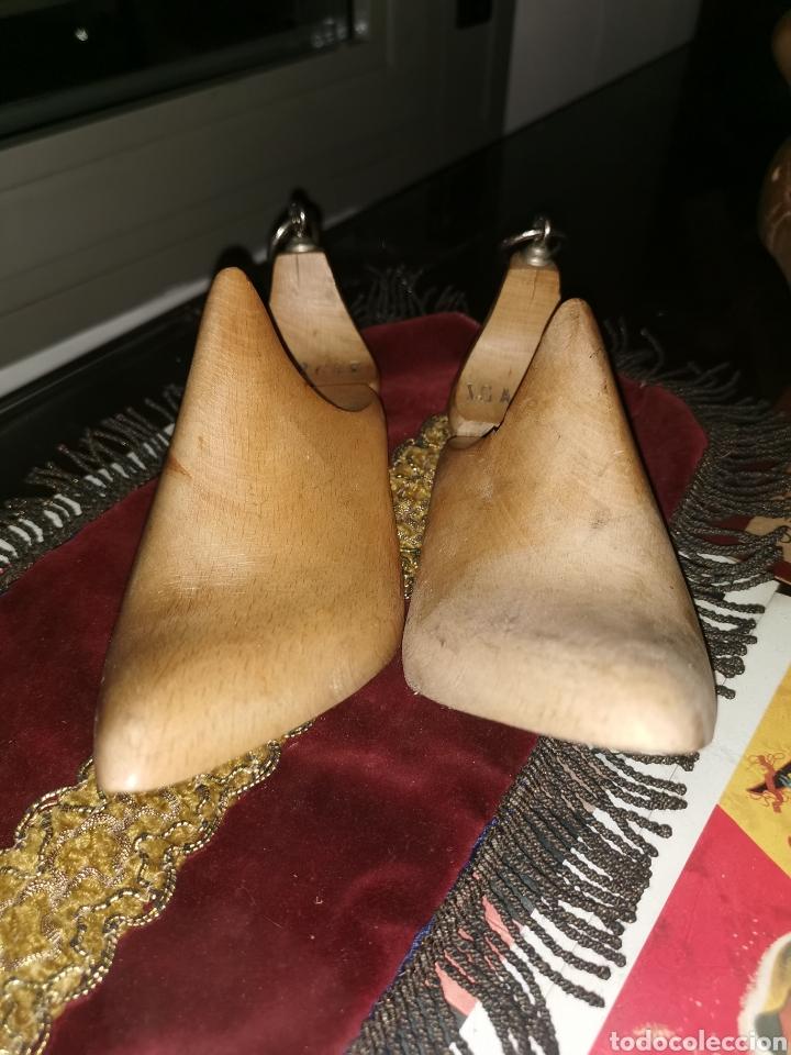 Antigüedades: Pareja de hormas de zapatos de tacón. Años 40 - Foto 3 - 227901595