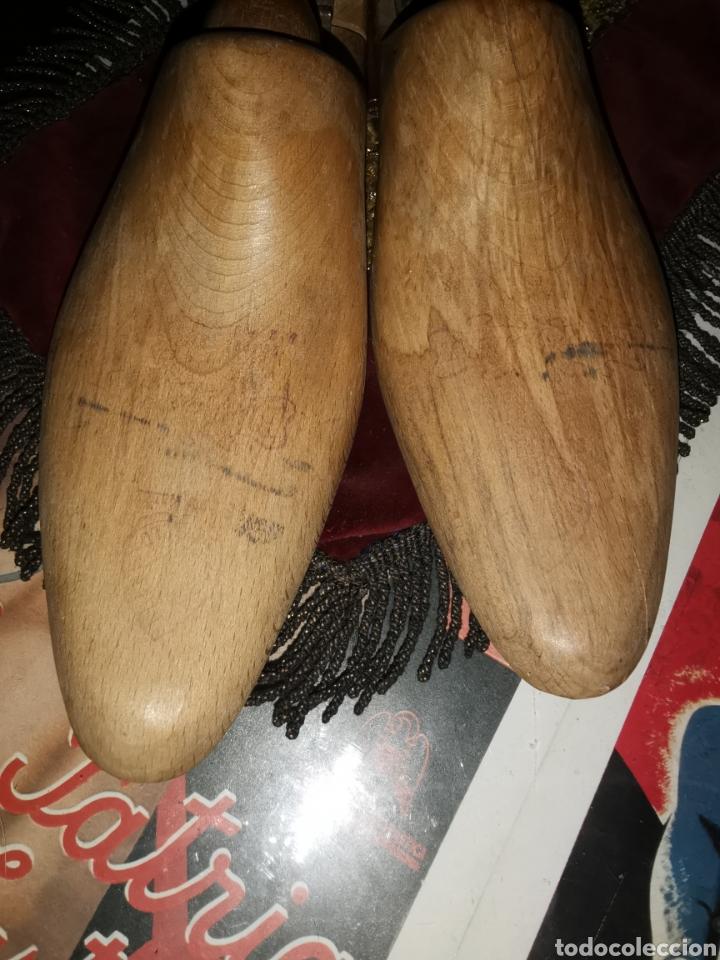 Antigüedades: Pareja de hormas de zapatos. Años 30-40 - Foto 6 - 227904575