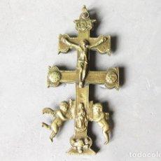Antigüedades: ANTIGUA CRUZ DE CARAVACA DE LATÓN. Lote 227918850