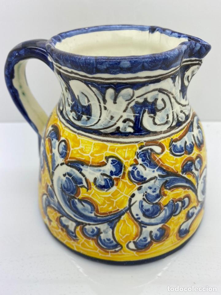 Antigüedades: Jarra agua/ vino de cerámica pintada a mano Talavera - Foto 2 - 227964730