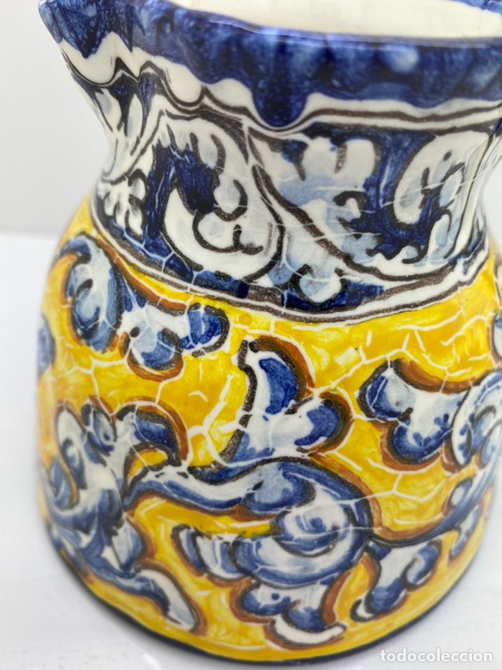 Antigüedades: Jarra agua/ vino de cerámica pintada a mano Talavera - Foto 4 - 227964730